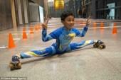 Cậu bé gây kinh ngạc với kỷ lục xoạc chân trượt patin