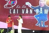 Mỹ Tâm ôm MC Lại Văn Sâm hát 'Trái tim không ngủ yên'
