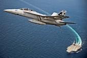 Chiến đấu cơ Mỹ lần đầu cất cánh từ siêu tàu sân bay