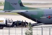 Máy bay C-130 Hàn Quốc đưa siêu xe đến sân bay Đà Nẵng
