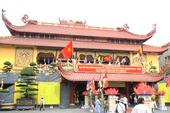 Hàng ngàn người đến dự khánh thành Việt Nam Quốc Tự