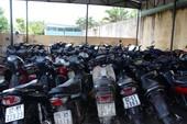 Tạm giữ 52 xe gắn máy của nhóm đá gà ăn tiền