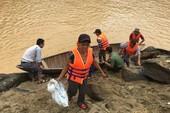 Khẩn cấp ngừng xả lũ để cứu 15 phụ nữ bị mắc kẹt
