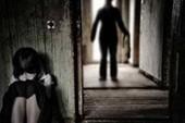 Hiếp dâm con riêng của vợ sau khi đi tù về tội dâm ô