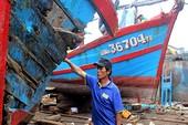 Cận cảnh tàu cá nát vụn sau cú đâm của tàu vỏ sắt