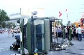 Va chạm, xe Cảnh sát PCCC Đà Nẵng lật nhào trên phố
