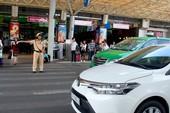Taxi không có phù hiệu còn chèo kéo khách ở sân bay