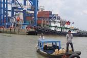 Cảng Cát Lái vẫn hoạt động tấp nập ngày nghỉ lễ