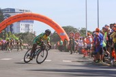 Dân phố núi Pleiku rộn ràng xem đua xe đạp
