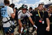 Nhà vô địch bị loại khỏi Tour de France vì chơi xấu