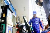 Giá xăng giảm nhỏ giọt, giá dầu tăng