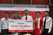 Người trúng Vietlott đội tóc giả nhận thưởng 69 tỉ đồng