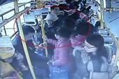 Trung Quốc: Cụ ông 70 đánh bà bầu, giành chỗ xe buýt