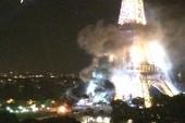 Khói đen bốc lên từ chân Tháp Eiffel