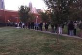 Dân Mỹ hồ hởi xếp hàng đi bỏ phiếu từ rất sớm