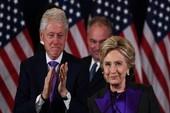 Vì sao bà Clinton mặc áo tím phát biểu sau tranh cử?