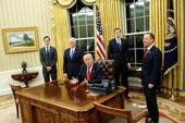 Giải mã 'nút đỏ' trên bàn làm việc của Tổng thống Trump