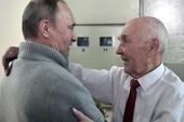 Tổng thống Putin bất ngờ đến mừng sinh nhật sếp cũ
