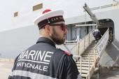 Tàu đổ bộ Pháp mắc cạn, tập trận 4 nước trì hoãn