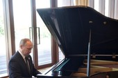 Mạng Trung Quốc phát cuồng vì ông Putin chơi piano