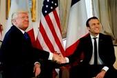 Ông Trump và Tổng thống Pháp 'nghiến răng' bắt tay