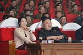 Vợ ông Kim Jong-un bất ngờ tái xuất