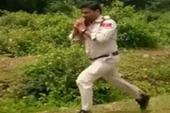 'Siêu nhân Ấn Độ' ôm bom chạy 1 km, cứu 400 em nhỏ
