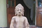 Phát hiện bức tượng bằng đá nguyên khối nghi là cổ vật