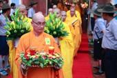 Chùm ảnh người dân Huế đội mưa xem lễ rước Phật