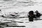 'Người nhái' lặn kênh Tẻ 3 giờ tìm cô gái đuối nước