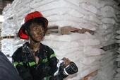 Cháy nổ lớn công ty sơn ngàn mét ở Hóc Môn