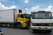 Xe tải 11 tấn húc xe ben hổng bánh trên quốc lộ