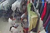 Nhóm côn đồ xông vào tiệm quần áo chém người