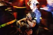 Cứu kịp 3 người kẹt trong đám cháy ở khu Lữ Gia