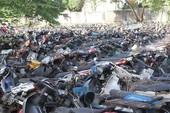 Công an quận 10 tìm chủ 3 xe máy để ở lòng đường