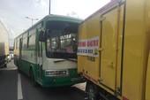 Xe buýt gây tai nạn liên hoàn trên Xa lộ Hà Nội