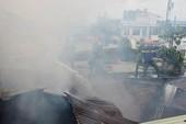 Cháy kèm tiếng nổ dữ dội trên đường Lê Văn Sỹ