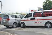 Xe cấp cứu Phú Yên tông xế hộp trên đại lộ Mai Chí Thọ