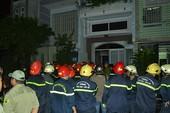 8 người mắc kẹt trong đám cháy, 2 người thương vong
