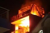 Công ty 6 tầng cháy, người dân đập vỡ bồn nước cứu hỏa
