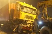 Húc đuôi container trên xa lộ Hà Nội, tài xế tử vong