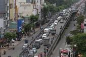 Cảnh sát phong tỏa vụ cháy, đường Cộng Hòa kẹt cứng