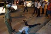 Nam thanh niên nằm vật giữa đường 'bắt đền' ông Hải