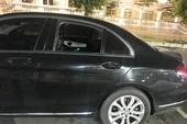 Mercedes đậu trong siêu thị bị đập kính, trộm đồ