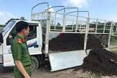 Xe tải đổ trộm 90 tấn bùn thải ra khu dân cư ở Củ Chi