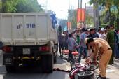 Va chạm xe máy, người phụ nữ đập đầu xuống đường
