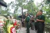 Hàng ngàn người đổ về viếng Đại tướng trong mưa dịp kỷ niệm 22-12