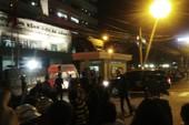 Hình ảnh người dân đón ông Nguyễn Bá Thanh tại bệnh viện