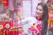 Siêu mẫu Quốc tế Phan Hà Phương duyên dáng áo dài du xuân