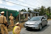 Truy đuổi 2 km bắt  ô tô gây tai nạn bỏ trốn